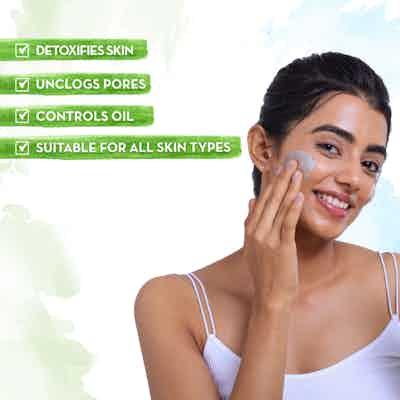 mamaearth charcoal face wash controls oil